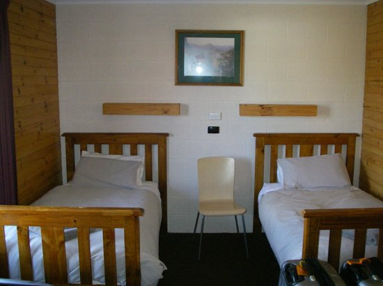 Central Highlands Lodge:                                     Second Bedroom