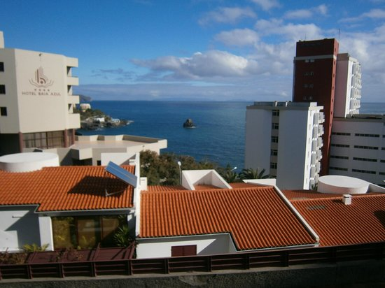 Overlooking town from front of hotel bild von madeira for Stufe regency