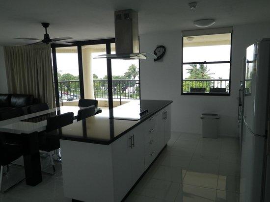 Cairns Aquarius: Kitchen
