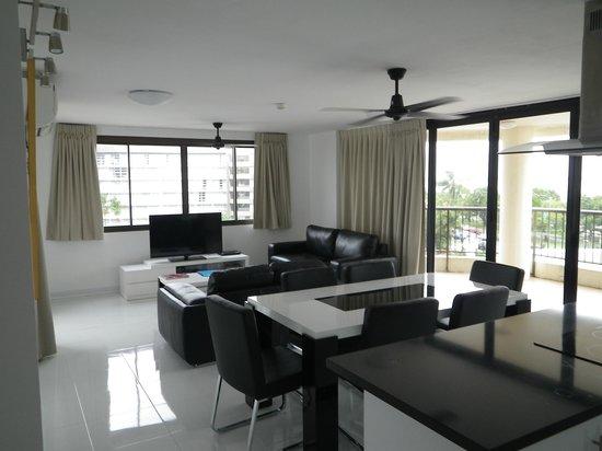 Cairns Aquarius: Living / Dining room