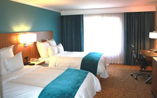 Radisson Ontario Airport: Double Bedded Guest Room