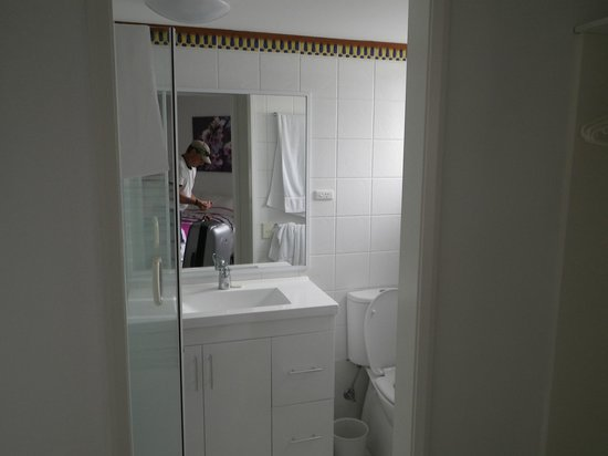 Cairns Aquarius: Ensuite bathroom