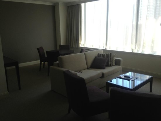 Rydges Melbourne Hotel:                   lounge room