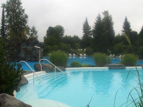 Sonnenalp Resort :                   Großer Pool, kein Platzmangel. kein Gedränge, kein Lärm - einfach sehr gut