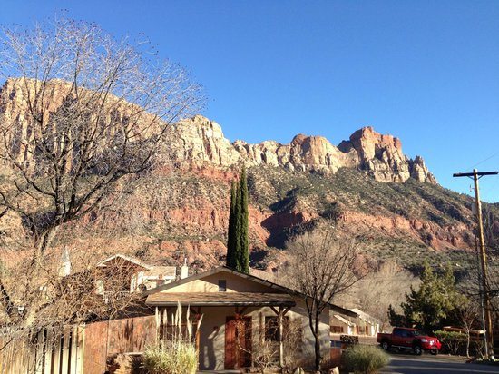 Red Rock Inn Bed and Breakfast Cottages:                   The view behind the cabins - amazing
