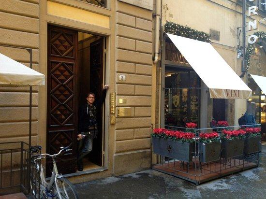 B&B Residenza della Signoria: The front door :)