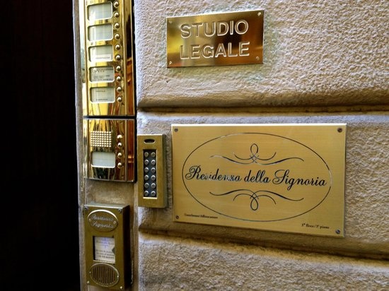 B&B Residenza della Signoria: The sign with keypad