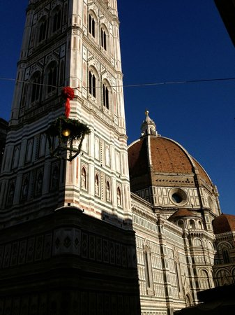 B&B Residenza della Signoria: The Duomo is right around the corner, as well as many shops and restaurants