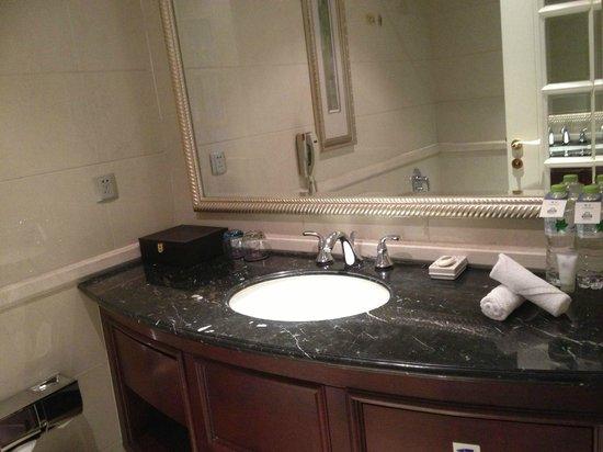 Days Hotel & Suites Fudu Changzhou: Basin