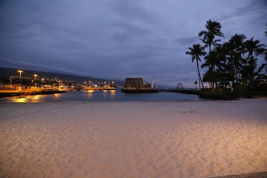 Courtyard King Kamehameha's Kona Beach Hotel: Beach area