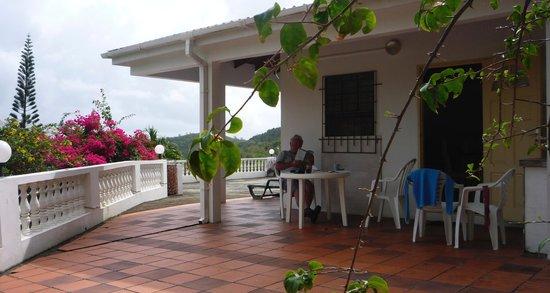 Fox Grove Inn :                   Terrace