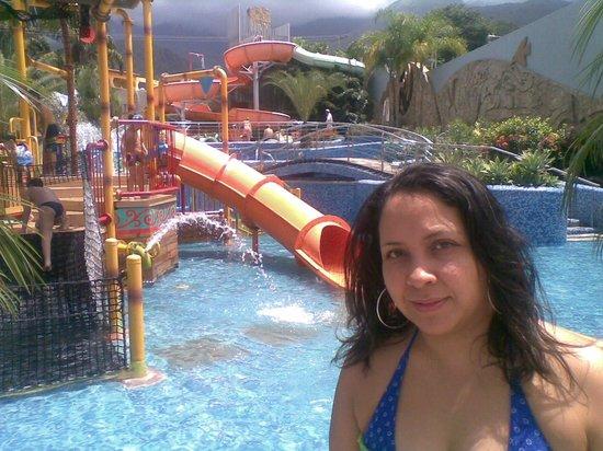 Pipo International Hotel :                   El parque infantil en la Piscina
