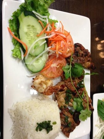 Pho 24: shrimp and lemongrass chicken