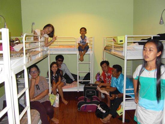 รัคแซค อินน์@ลาเวนเดอร์:                   My family take photo inside the room.