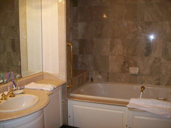 Nemacolin Woodlands Resort:                   Nemacolin Resort - The Bathroom in the Room @ Chateau