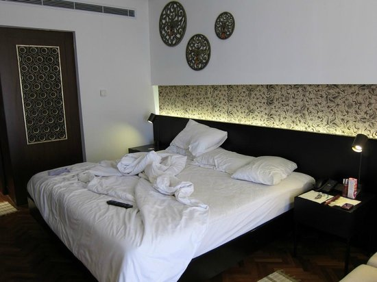 Nusa Dua Beach Hotel & Spa:                   Our bed....