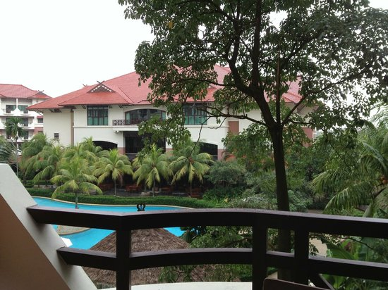 Holiday Inn Resort Batam:                   It started to rain.