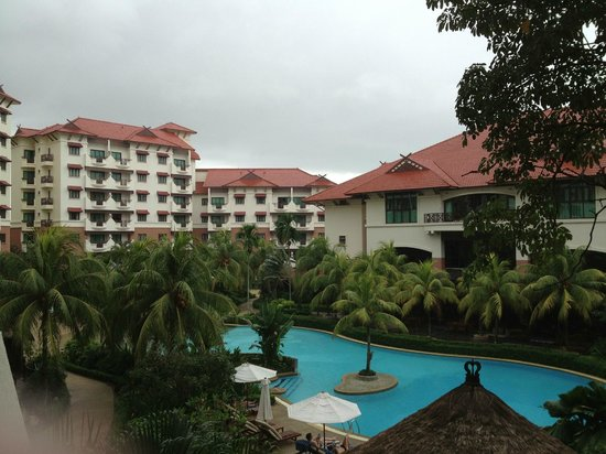 Holiday Inn Resort Batam:                   The dark clouds.