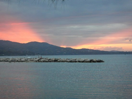 Sunscape Splash Montego Bay: view of the sunset from the beach... amazing!
