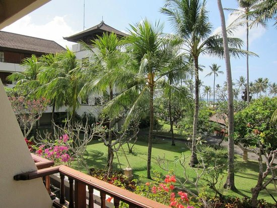 Nusa Dua Beach Hotel & Spa :                   view from balcony to the left...you can see the ocean