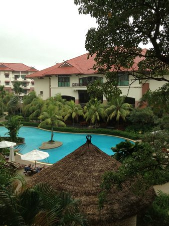 Holiday Inn Resort Batam:                   It was raining. So gloomy.