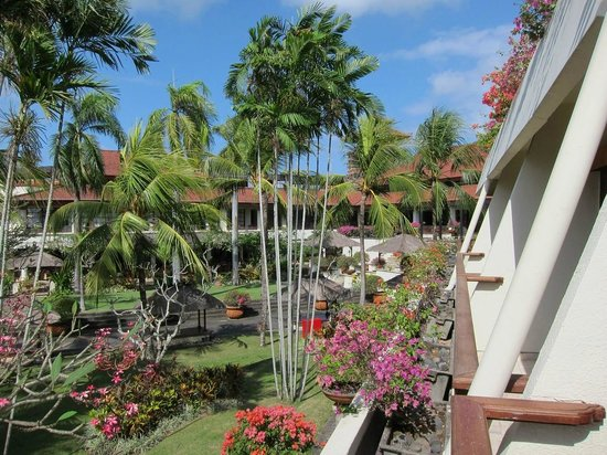 Nusa Dua Beach Hotel & Spa:                   View from balcony to the right side