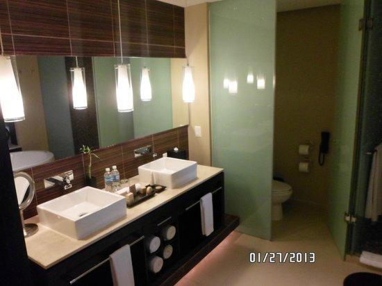 Azul Beach Hotel:                   Bathroom