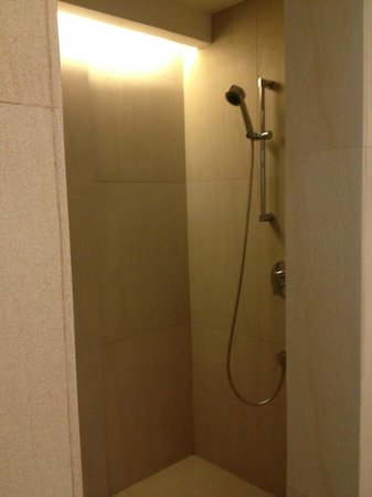 The District Boracay:                   Shower Room