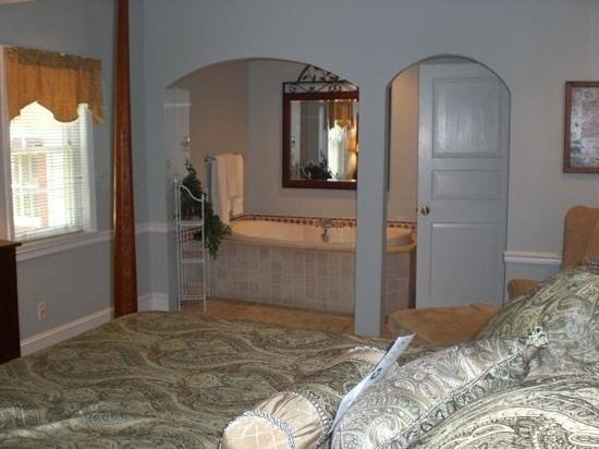 Joseph Ambler Inn:                   Corybeck room 111