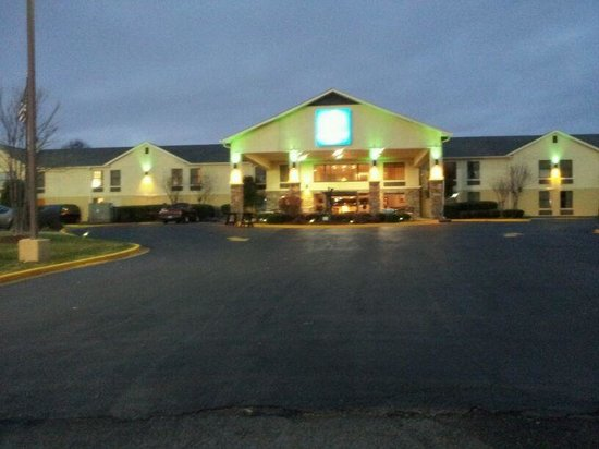 Comfort Inn Olive Branch:                   Very attractive from outside