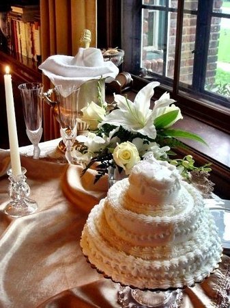 Sobotta Manor Bed & Breakfast: Elopement Packages