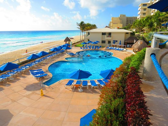Occidental Tucancun:                   Activities pool