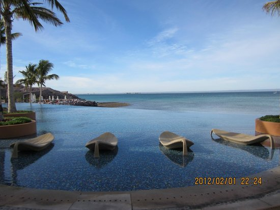 Costabaja Resort & Spa:                   infinity pool