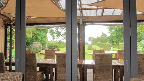 Kerikeri, Nueva Zelanda:                   View from inside restaurant