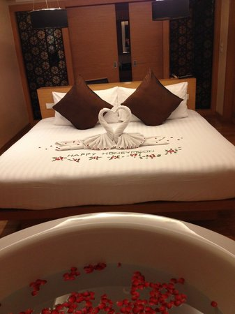 Novotel Phuket Kata Avista Resort and Spa:                   our bed in the room