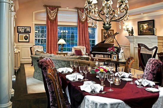 Cameo Heights Mansion Bed & Breakfast: Dining room