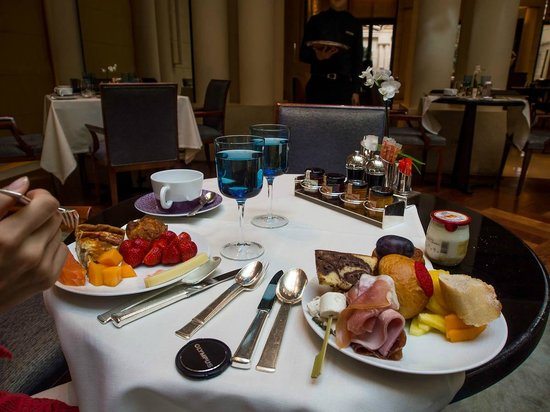 Park Hyatt Paris - Vendome:                   Breakfast at Les Orchidees