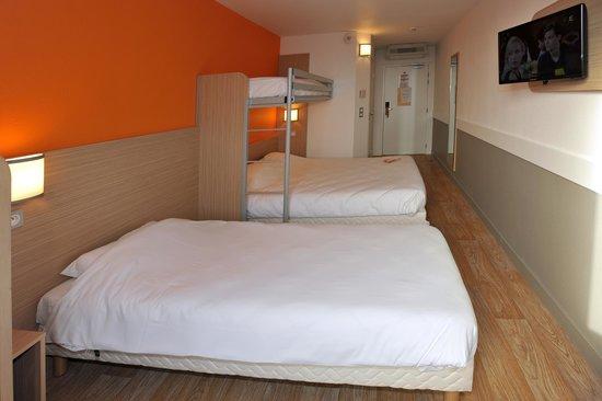 Premiere Classe Bourg En Bresse - Montagnat :                                     chambre familiale