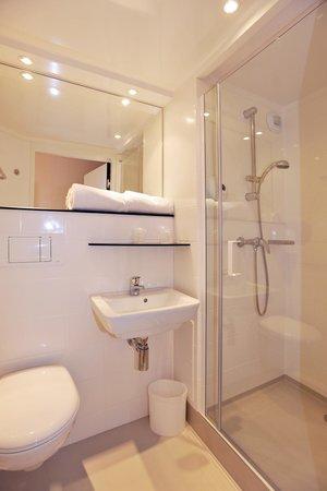 Premiere Classe Bourg En Bresse - Montagnat :                                     salle de bain