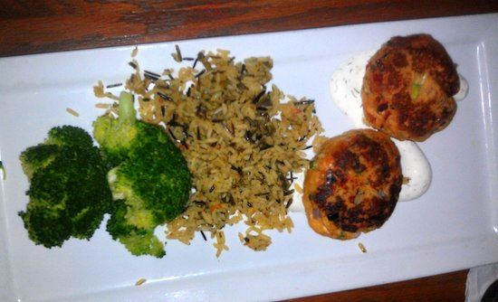 MacAllisters Grill & Tavern: Salmon Cakes