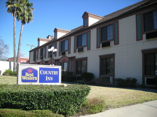 Best Western Country Inn: Street side rooms