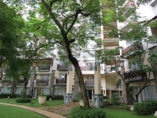 Novotel Surabaya Hotel and Suites: garden