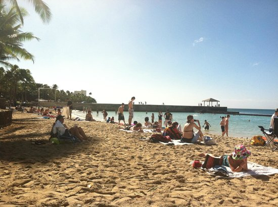 Aston Waikiki Beach Hotel:                   Waikiki Beach right in front of hotel