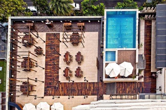 Ramada Chennai Egmore: Boardwalk and pool
