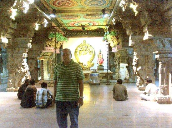 Sri Meenakshi Temple:                   1000 pillars