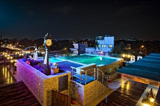 Ramada Chennai Egmore: Swimmimg pool