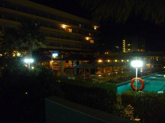 Blue Sea Beach Resort:                                     l'hotel di notte