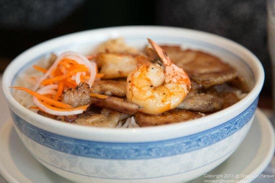 Pho Vi Hoa Restaurant: Grilled Pork Chop and Shrimp Vermicelli (Rice noodles)