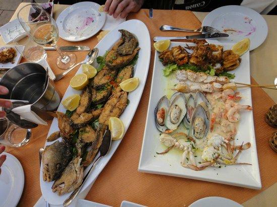 Dolphin Yam:                   некоторые из заказанных блюд