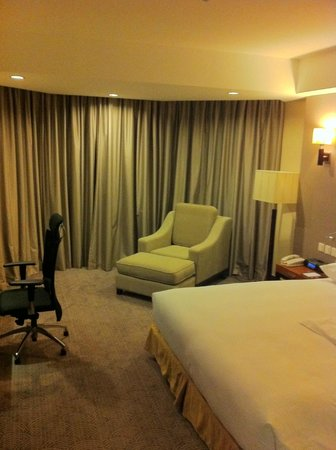 Crowne Plaza West Hanoi:                   the spacious room, with a comfy couch, there is enough space for a 2 seater